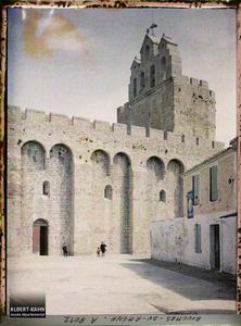 France, Les Stes-Marie, La Basilique - Eglise fortifiée des Saintes.