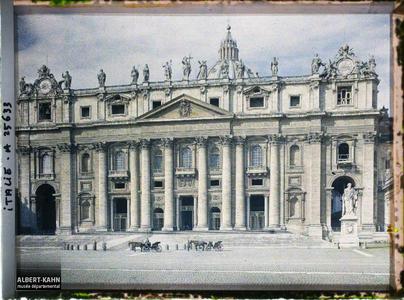 Italie, Rome, St Pierre, pris de près.Vue rapprochée de la basilique Saint Pierre