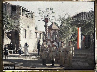 Syrie, Beyrouth, Un poste de police pavoisé aux couleurs Françaises. Un poste de police pavoisé aux couleurs françaises