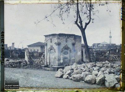 Turquie, Ouchak, Vieille fontaine dans les ruines