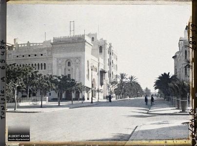 Tunisie, Sfax, l'Avenue Jules Gau et théâtre. L'avenue Jules Gau