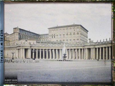 Italie, Rome, Colonnade de droite et le Vatican.Vatican et colonnade de droite