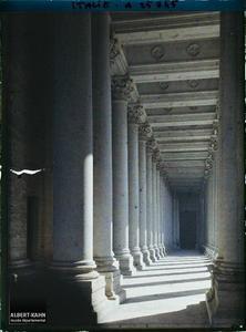 Italie, Rome, Galerie latérale (Egl. St Paul).Basilique Saint-Paul-hors-les Murs, galerie latérale
