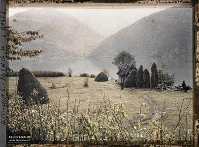 Bosnie, Jajce, La hutte, le canot, le pêcheur et les haricots perchés.La hutte, le canot, le pêcheur et les haricots perchés