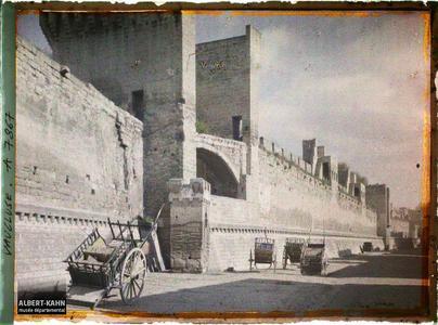 France, Nîmes, La maison Carrée et le Théâtre