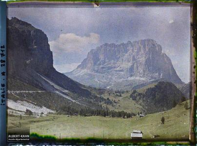Tyrol, Wolkenstein, Col du Groedner, Le Langkopel et les Mesules.