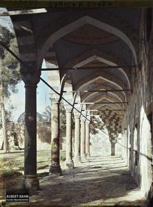 Syrie, Damas, Tekia du Sultan Sélim. Galerie de la Cour (Sud). Galerie sous arcades d'un bâtiment annexe méridional de la Tekkiye es Suleymaniye