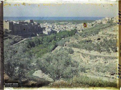 Syrie, Tripoli, Panorama de Tripoli et vallée du Nahr-Abu-Ali. Panorama de la ville avec le Château de Saint-Gilles