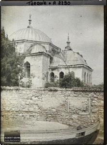 Turquie d'Asie, Scutari, Vieille mosquée du bord du Bosphore. Les toits d'une mosquée au bord du Borphore