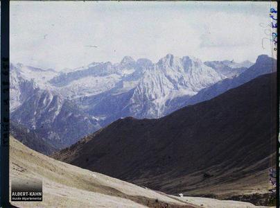 Tyrol, Wolkenstein, Col de la Sella, Le Groupe de la Marmolada et le Val Douro vu du Col de la Sella (plus gros).Le mont Colac et le Val Douro depuis le col de la Sella