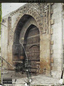 Syrie, Alep, Porte Osnian Pacha avec curieuses inscription de l'Hégyre (1155) donc très vieille). Porte d'entrée de la madrasa d'Osman Pacha