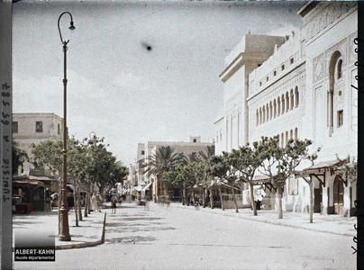 Tunisie, Sfax, Rue de la Republique. Le théâtre dans la rue Émile-Loubet