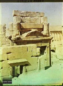 Syrie, Palmyre, Temple du Soleil, Vue postérieure de la porte du Temple, le Sommet. L'arrière de la porte du Temple de Bêl
