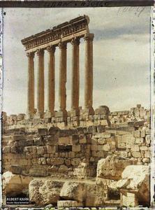 Syrie, Balbeck, Colonnade du Temple de Jupiter au soleil couchant.Les six colonnes restantes du péristyle méridional du sanctuaire du Temple de Jupiter Héliopolitain