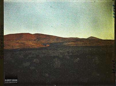 Syrie, Soueida, La montagne Rouge au Coucher du Soleil, autre aspect. Paysage crépusculaire
