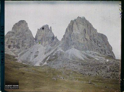 Tyrol, Botzen, Col de la Sella- le Langkopel (3178), Le Füffingerspitzen, Le Grolimarmspitz (3111m).Le massif du Langkofel (Langkofelgruppe, Gruppo del Sassolungo)