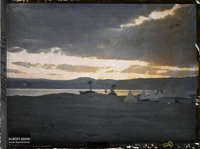 Arabie, Akaba, Fond du golfe, coucher du soleil. Le camp britannique, au bord du golfe d'Aqaba, au crépuscule