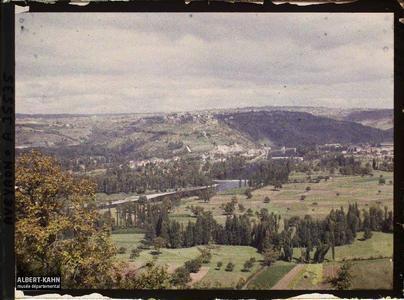 France, St Julien d'Empeyre (Aveyron), Vallée du Lot et Capdenac le Vieux, vue prise du mont Verdier