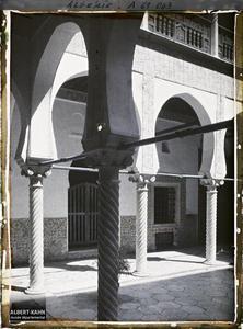 Algérie, Alger, Bibliothèque nationale - la Cour autre vue.La galerie du rez-de-chaussée du patio de la Bibliothèque nationale (Dar Mustapha Pacha)