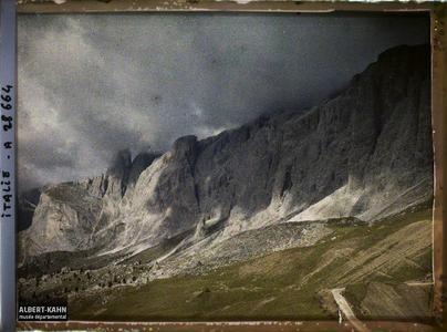Tyrol, Wolkenstein, Col de la Sella, Orage sur la Sella.Le groupe de la Sella (Groupo di Sella ou Sellagruppe) depuis le col de la Sella