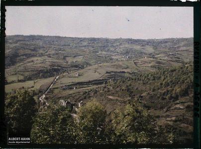 France, Najac, Panorama route de Villefranche prise à l'ouest du Château