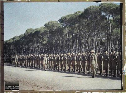 Syrie, Beyrouth, Troupes Hindoues (avant la revue). Troupes indiennes de l'armée britannique alliée passées en revue dans le bois des Pins par le général Gouraud, haut-commissaire de la République française