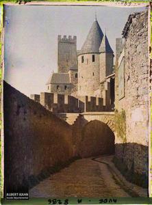 France, Carcassonne, Porte de l'Aude et tour sarrazine. Porte de l'Aude et tour sarrazine