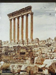 Syrie, Balbeck, Colonnade du Temple de Jupiter au soleil couchant.Balbeck, Colonnade du Temple de Jupiter au soleil couchant.