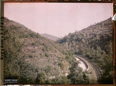 France, Vallée de l'Alzou, Aspect de la route de Figeac