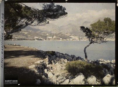 Italie, Tenda, Panorama s/ Menton, vue prise de la route du Cap Martin