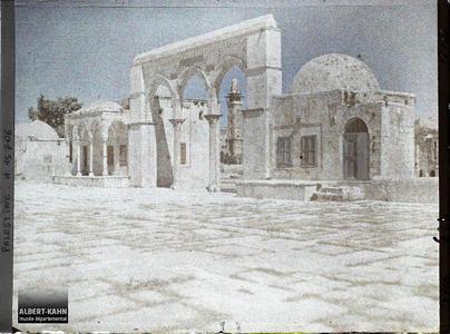 Palestine, Jérusalem, Au Haram esch Schérif, Portique Nord Est. Portique nord-ouest du Haram el Sherif