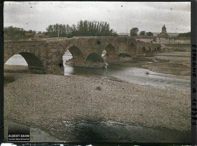 Espagne, de Léon à Astorga, Le Pont vu de la rive gauche en amont.