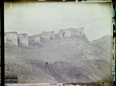 Turquie, Angora, Enceinte Est de la Ville haute, sur la droite, Observatoire de Tamerlan.Les murailles est de la citadelle (au fond, l'Observatoire de ?)