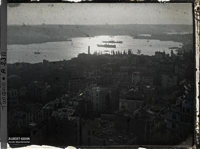 Turquie, Constantinople, Vues prises de haut de la Tour de Galata. La Corne d'Or au crépuscule, depuis la tour Galata (rive gauche, nord)