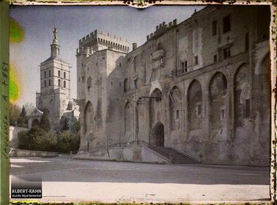 France, Avignon, Notre Dame des Doms et le Palais des Papes.