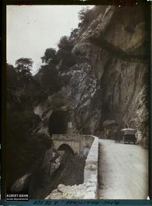 France , Le Loup , Gorges du Loup Vue de la route du tunnel du Saut du Loup.