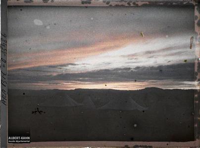 Arabie, Akaba, A la tombée de la nuit. Les tentes d'un camp au crépuscule