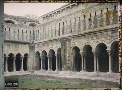 France, Arles, De la Cour intérieur du Cloître, vue s/ l'un des angles..