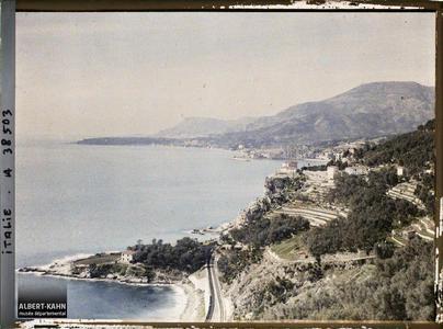 Italie, Tenda, Panorama s/ Menton et le Cap Martin, vue prise de Grimaldi.Panorama sur Menton et le Cap Martin depuis le village de Grimaldi