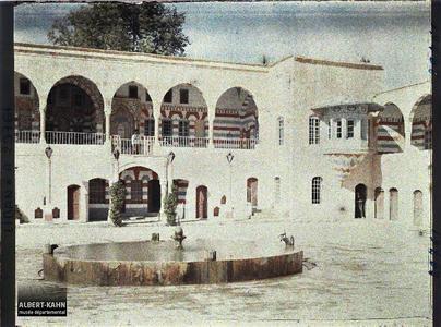 Syrie, Bet-Edin, Cour du Palais du gouverneur du Liban. La façade du Dar el-Harim depuis la cour du Dar el-Wousta dans le palais de l'émir Bachir Chihab