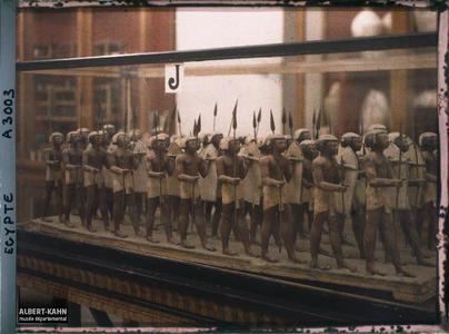 Egypte, Musée du Caire, Compagnie d'infanterie de 40 hommes XIIe Dynastie.Statuettes d'une compagnie d'infanterie de quarante hommes de la XI eme dynastie égyptienne