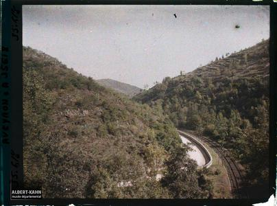 France, Villefranche de Rouergue (Aveyron), Route de Figeac traversant la Vallée de l'Alzou, vue prise de Villefranche