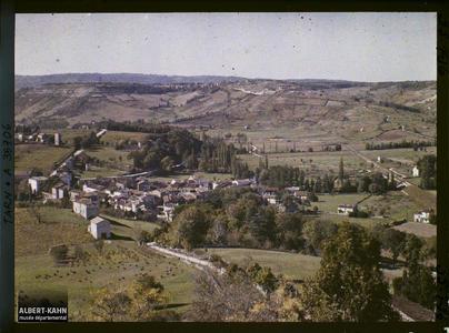 France, Cordes (Tarn), Les Cabanes vues de la terrasse près de la porte Sud.
