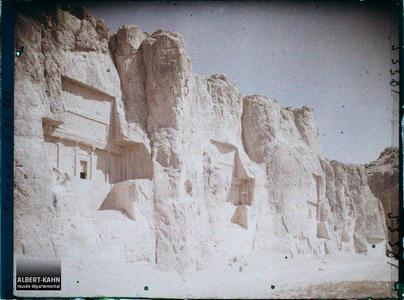 Perse, Nach-i-Roustem, Tombeaux des Rois - Ensemble des Tombeaux.Ensemble de tombeaux des souverains achéménides et bas-reliefs sassanides