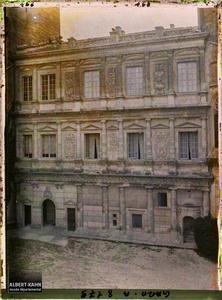 France, Uzès, La cour de la Duché la façade de Philibert Delorme