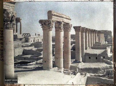 Syrie, Palmyre, Temple du Soleil, Enfilade des Colonnades, partie Sud. Vestiges de colonnes sur l'esplanade du Temple de Bêl
