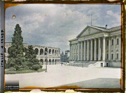 Italie, Vérone, Municipio.L'hôtel de Ville ou Municipio et les arènes