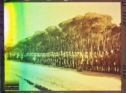Syrie, Beyrouth, Revue des troupes Hindoues par le Général Gouraud. Soldats indiens de l'armée britannique alliée passées en revue au bois des Pins par le général Gouraud, haut-commissaire de la République française