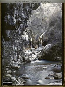 France , Le Loup , Gorges du Loup : Cascade pétrifiante, vue prise du fond des Gorges