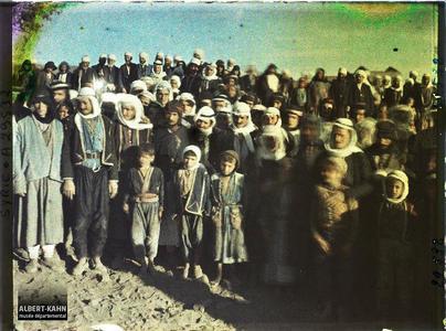 Syrie, Soueida, Types Druses photographiés dans une foule.Villageois druzes